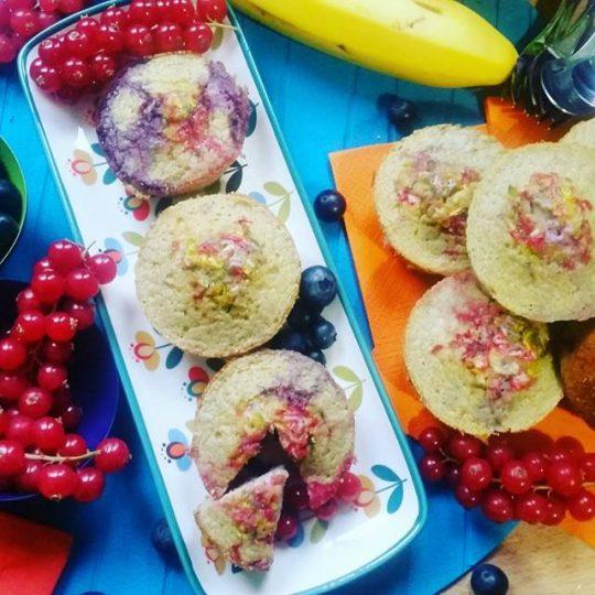 paleo muffin alla banana e frutti di bosco
