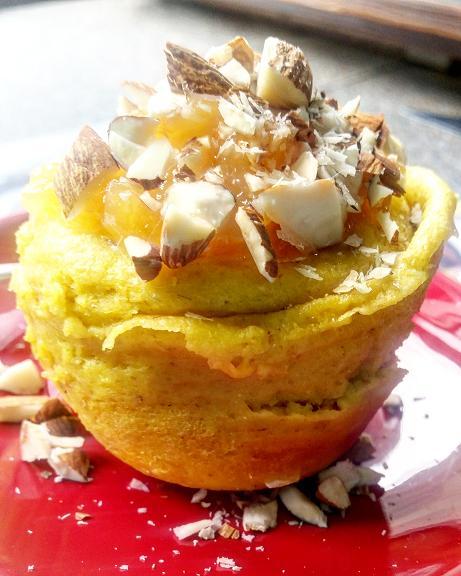 mug cake, torta in tazza all'avena e frutti tropicali